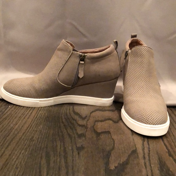 f6e77cb1578 Caslon Shoes - Caslon Aiden Wedge Taupe Perf Leather